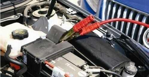 如何电瓶搭接打火常识 汽车电瓶没电怎么打火