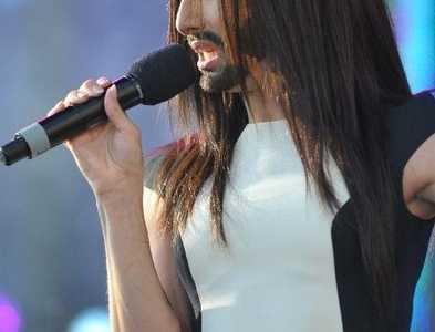 女艺人留胡子是什么感觉成热议话题 肯奇塔