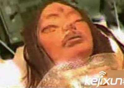 第三次人类灭绝逃亡月球 三眼女尸