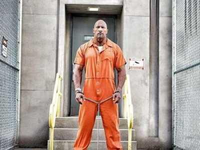 速8新剧照道恩强森囚服装铁链锁不住霸气 道恩·强森在速8里演谁