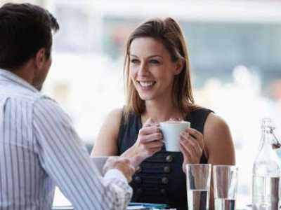 终于懂了怎么和女生聊天找话题 什么时候找女生聊天