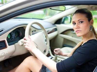 xFF1F;减速或停车是先踩离合还是先踩刹车& 私家车停车怎么刹车