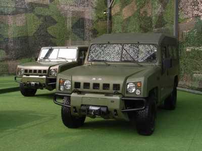 国产最新型勇士军用吉普车亮相 北京吉普勇士