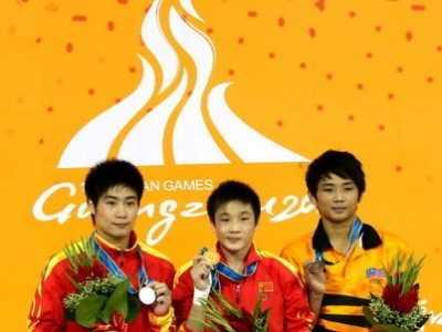 曹缘火亮夺取金银 男子10米跳台决赛