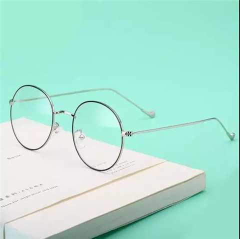 选对眼镜颜值提升堪比整容 男生眼睛小带什么眼镜